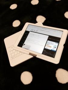 iPadAir用キーボード付カバーは360度回転