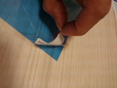 台紙フィルム面を剥がす